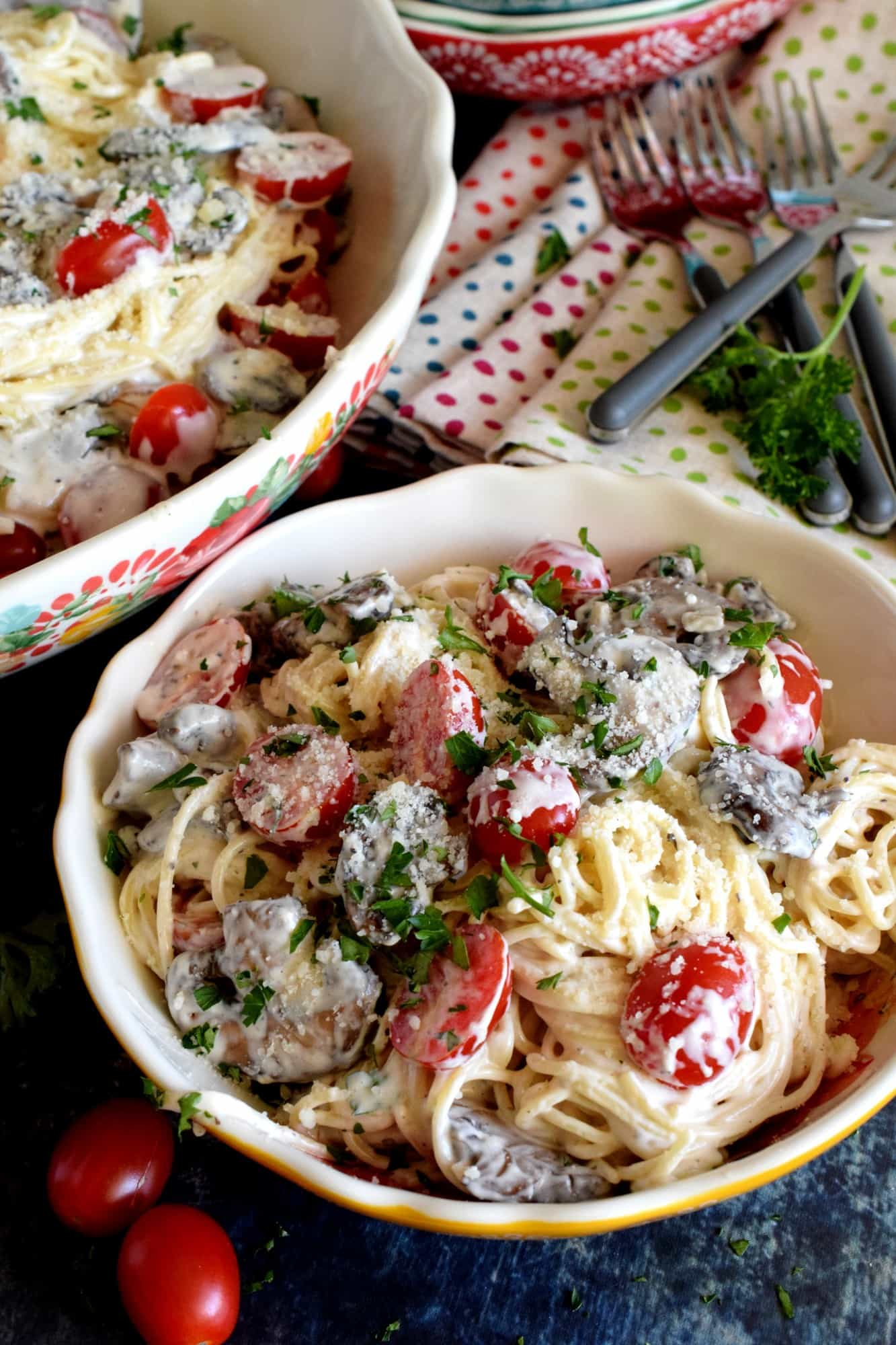 Spaghetti In Cream Cheese Sauce With Mushrooms And Tomatoes