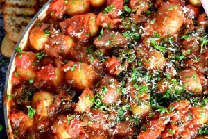 One Pot Braised Potatoes In Tomato Sauce