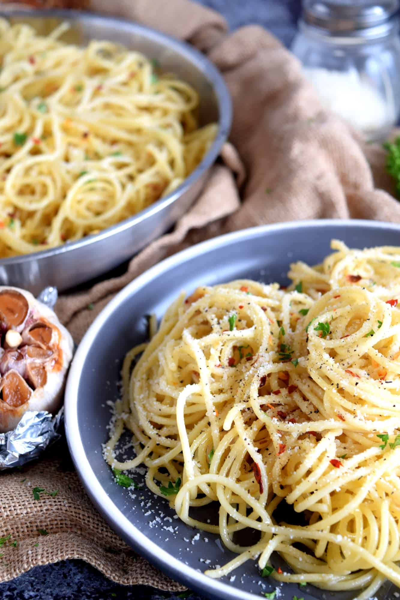 Easy Spicy Roasted Garlic Spaghetti
