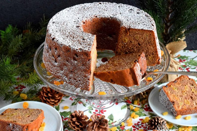 Cinnamon Raisin Bundt Cake