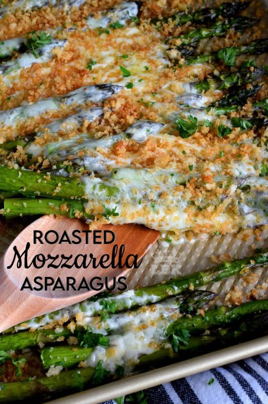 Roasted Mozzarella Asparagus is a cheesy and garlicky side dish with gooey, melted cheese and buttery, crunchy crumb topping.#roasted #asparagus #crumb #topping #mozzarella #cheese