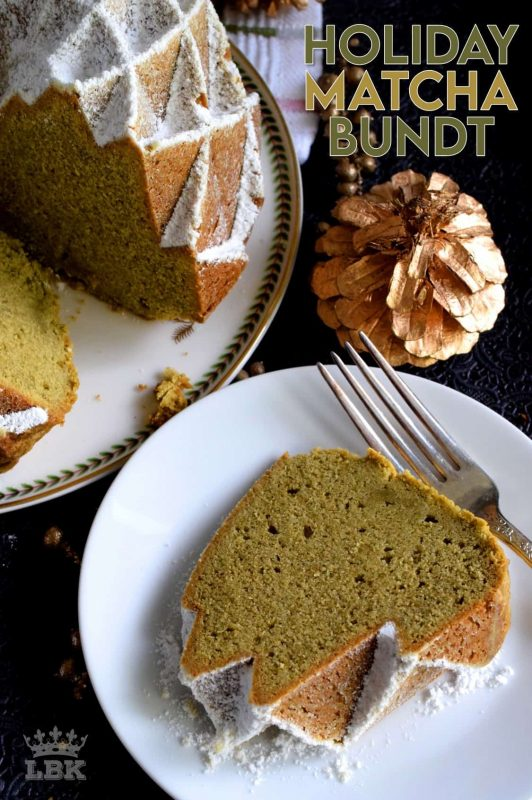 This bundt is green for the holidays! If you've never baked a cake with matcha, you must do it immediately! It's one of my favourites! #matcha #cake #bundt #bundtbakers #christmas #holiday #green