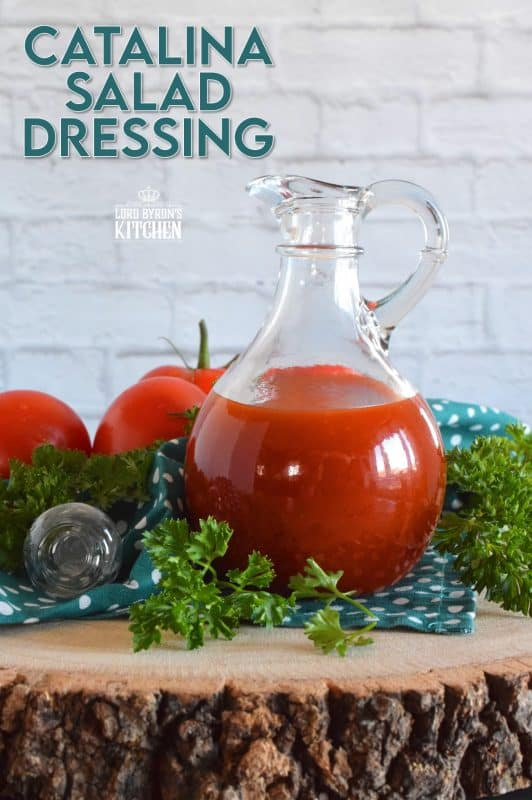 Slightly sweet and tangy, with a bold tomato flavour, Catalina Salad Dressing is an easy way to make a boring salad extraordinary. With its bright red hue, and its rich flavour, it's no wonder it was one of the most popular dressings of the 60s and 70s! #catalina #salad #dressing #saladdressing #homemade #sauce #copycatrecipes