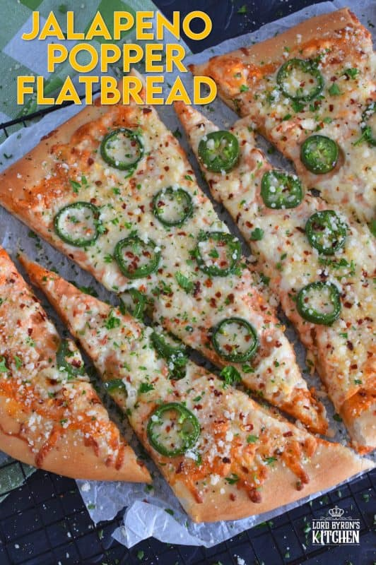 Unlike the popular popper which is usually stuffed and fried, Jalapeno Popper Flatbread has many of the same ingredients, and is baked to perfection. All of the flavour you'd expect from a jalapeno popper, but without the hassle of deep-frying! Who's ready to get their spice on!? #jalapeno #jalapenopopper #flatbread #pizza #jalapenopizza #jalapenoflatbread