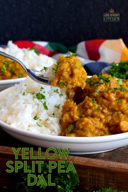 Warming and cheerful, this Yellow Split Pea Dal is full of homey flavours that awaken the senses; serve with steamed basmati rice for a complete meal! #dried #split #pea #pantry #recipes #dal