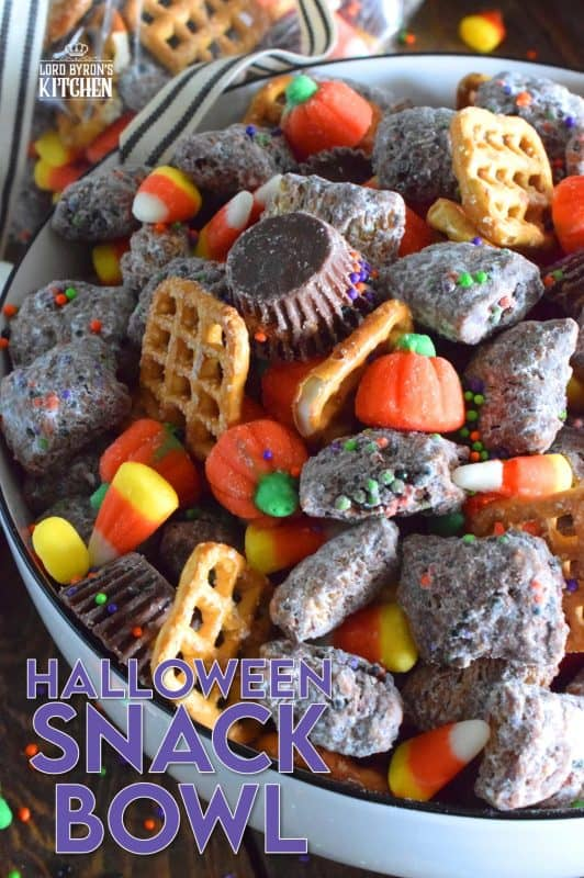 Assemble this Halloween Snack Bowl and friends can help themselves to a tasty treat at your party, or scoop the mixture into cellophane bags and tie them up with a festive ribbon. A homemade treat like this would be much more appreciated by your local trick or treaters! #trickortreat #snackbowl #halloween #halloweenrecipes #chexmix #shreddies